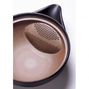 大きな茶葉は上で、小さな茶葉は下で漉せるようになっている2段式の茶漉し。開口部が広いので、ポットからお湯を注ぐときも楽だ。