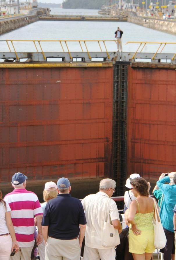 2水門の上から写真撮影