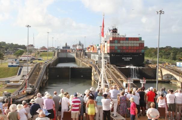 パナマ運河「ガツンロック」