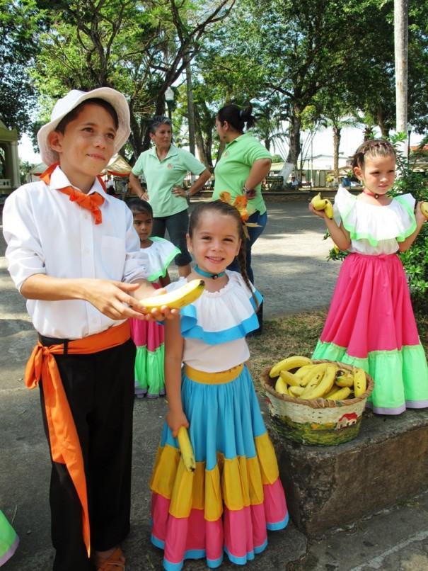 3バナナをくれる子供達