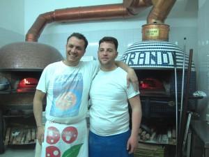 2ブランディの窯とピッツア職人