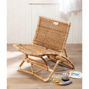 座面と背あてのほどよい弾力が心地よい。製造元のカザマは、横浜で創業93年を数える籐家具専門メーカー。