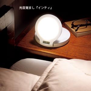 目覚めの時間に合わせて、徐々に明るくなり、自然な目覚めを促す。就寝時には、蝋燭が揺れるような灯りが選べる。