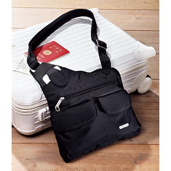 米国の旅行バッグ専門メーカー、トラベロン社のロングセラー。前面のポケットはマグネット留め。主室にもファスナーポケットを装備。