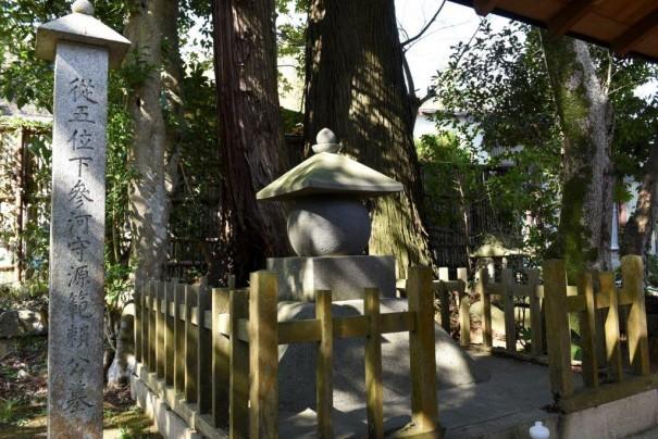 半島藤田範頼墓所