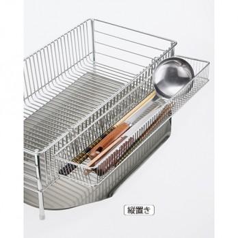長い菜箸やお玉などもそのまま置ける、使いやすいカトラリー用ポケットが付属。縦置き、横置きともに、1〜2人家族用。