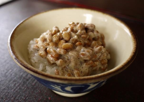 東北人は、納豆好きが多い。砂糖を加えると粘りが強くなるという説も。
