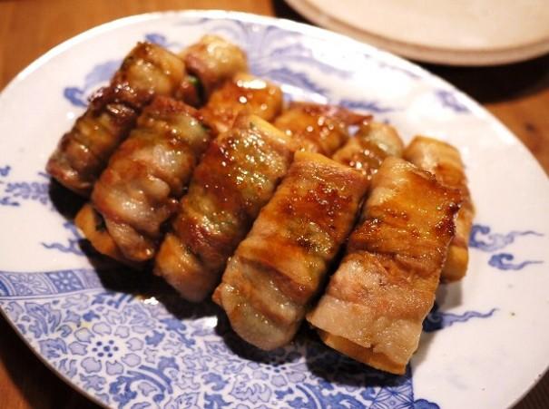 高野豆腐を肉で巻き、照り焼きにした一品。お弁当のおかずにも最適。