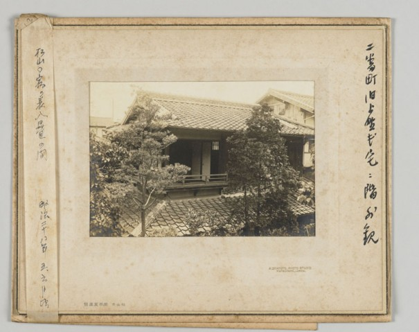 漱石が暮らした松山の愚陀仏庵の2階。後年、正岡子規が転がりこんできて、同居生活が繰り広げられることになる。神奈川近代文学館蔵