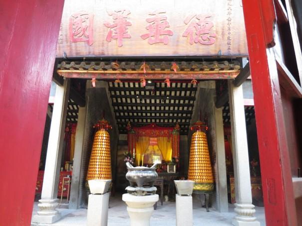 「天后古廟」コロアン最古の廟。近所の人たちがお参りにくる。