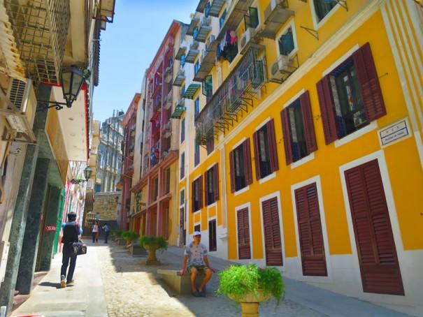 かわいらしい恋愛巷の通り。写真スポットとして人気がある。