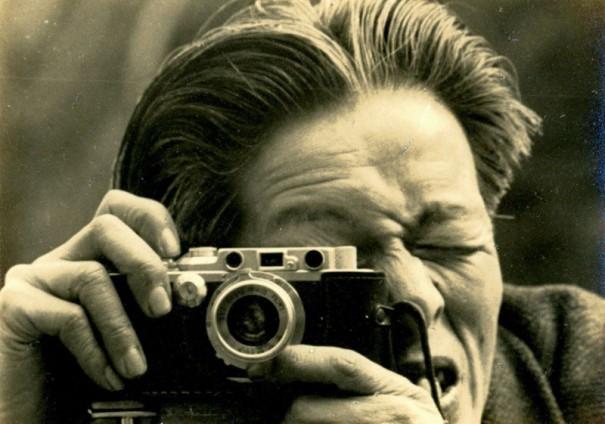 若き日の入江泰吉。兄にもらったカメラが入江の後の人生を決めた。