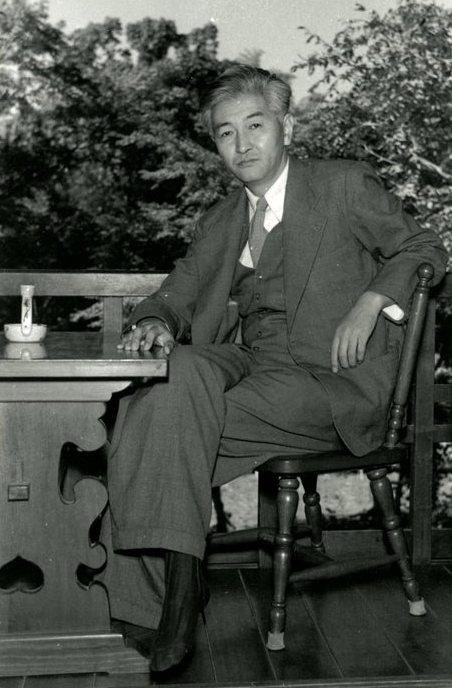 「亀井勝一郎」(1952年頃)。入江は志賀直哉から紹介され交流を深めた。
