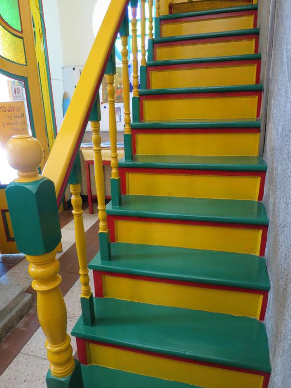 上がるのが楽しくなりそうな階段。