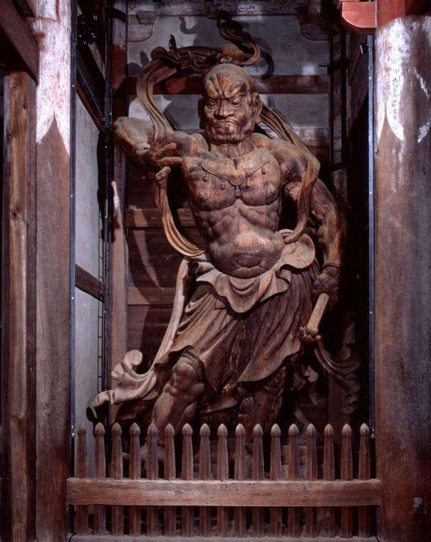 「東大寺南大門金剛力士像(吽形)」。向かって左に立つ。像高842.3㎝、国宝。(1991年)