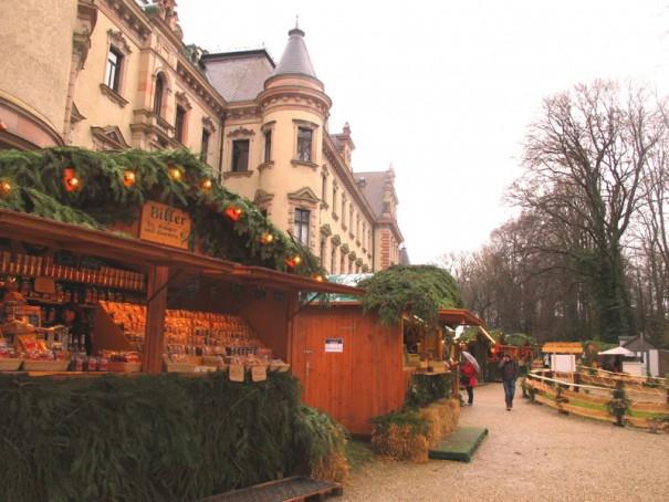 タクシス家城内クリスマスマーケット。