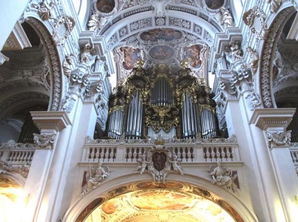 パッソウ聖シュテファン大聖堂世界最大パイプオルガン。