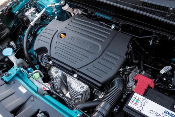 新型に用いられているエンジンは、直列4気筒の1.6L。最高出力117馬力、最大トルクは15.4㎏-m。横置き搭載で四輪駆動する。