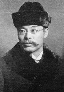 二葉亭四迷(1864~1909)。小説家として、言文一致体の記念碑的作品『浮雲』を著す。のち、朝日新聞の特派員としてロシアの首都ペテルブルグに赴くも、客死する。写真/神奈川近代文学館蔵