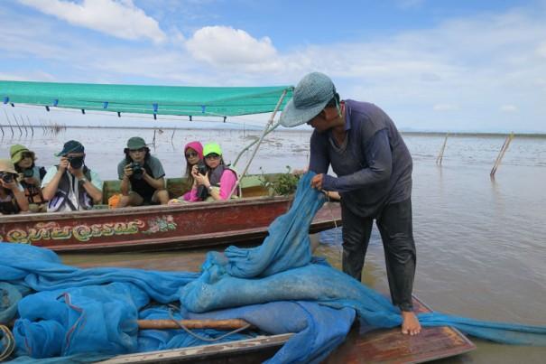 小エビ漁。100キロで約6千円くらいの収入。