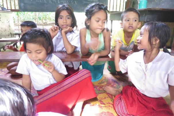 モン族の日曜学校。平日はタイ語で話しているので、土日はしっかりモン族の言葉をお勉強。