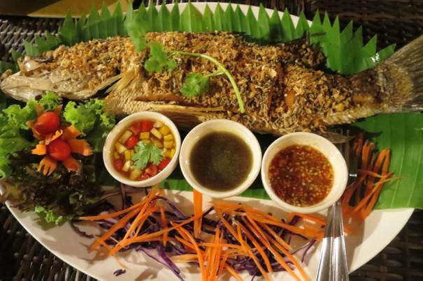 臭みがなく肉がふっくらとした川魚料理。