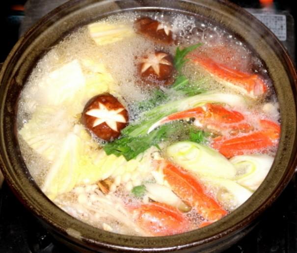 間人カニと新鮮な野菜いっぱいのカニしゃぶ。