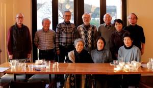 旅行のメンバーと本井さん一家。出会いから50年の歳月が流れた。