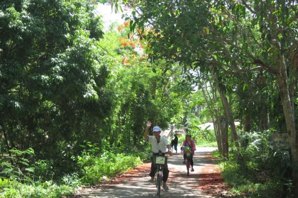 園内は自転車を借りて回ることができる。
