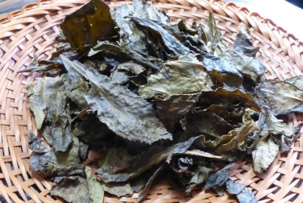 阿波ばん茶。茶葉は落ち葉のよう。
