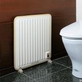 パネル背面から壁面に伝わる温度は、最高でも約40℃なので安心して設置ができる。