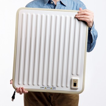 本体重量は約2.5kgなので、トイレから脱衣場へなど、持ち運びも容易。コードの長さは1.5m。電源はAC100V(50/60Hz)。