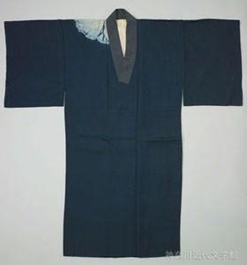漱石のお洒落心をうかがわせる藍絞り染め長襦袢。見えないところにも気をつかうのが江戸っ子の粋。写真/県立神奈川近代文学館所蔵