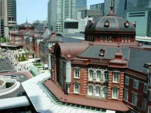 復元工事を経て、建設当初の面影を見せる東京駅。設計は辰野金吾。