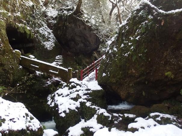 神聖な雰囲気の渓谷。