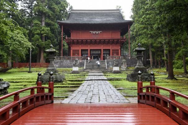 「ここまでやるか」を今に伝える岩木山神社の楼門。