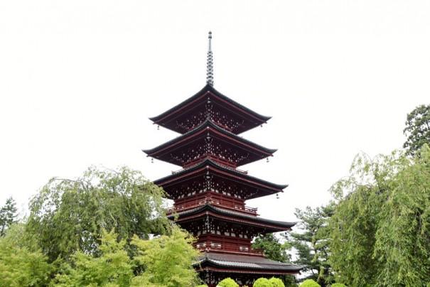 弘前には、近代以前の建築では最北の五重塔が聳える(最勝院)。