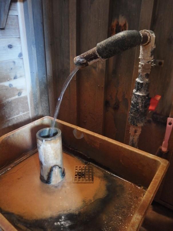 飲泉所も設置されている。