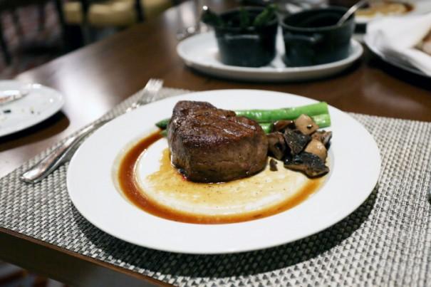 上質の牛肉を使用し、肉と脂の旨みが見事にマッチしたステーキだった。