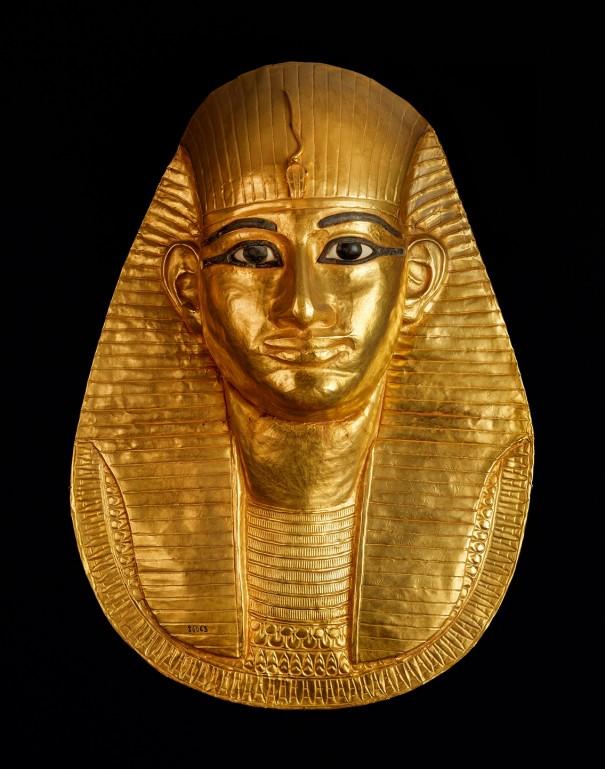 「アメンエムオぺト王の黄金のマスク」〔第3中間期 第21王朝(前993-984年頃 国立カイロ博物館蔵〕