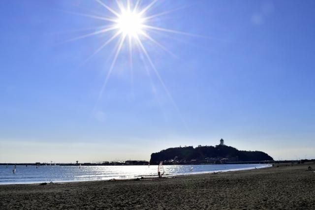 江ノ島。現在は、湘南海岸から相模湾へと突き出る陸繋島となっているが、関東大震災で島全体が隆起する以前は、干潮の時のみ陸続きとなる地形だった。
