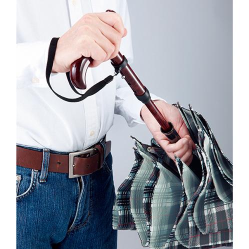 傘の柄(中棒)の中にステッキが仕込まれている。先端に大きめの石突きを装着できる。取り落としを防ぐ、脱着可能なストラップ付き。