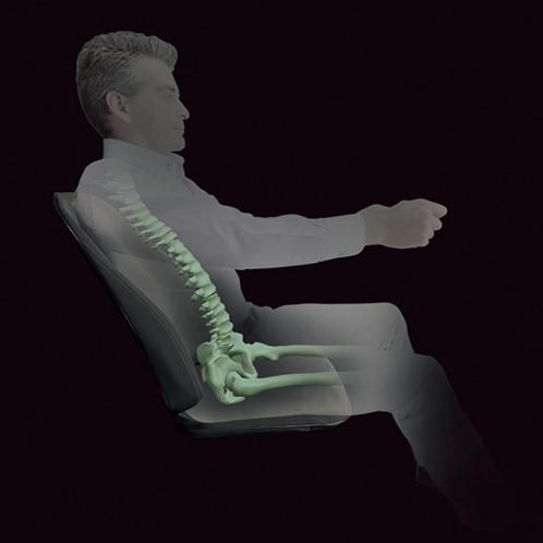 胸椎から腰椎まで背骨のS字カーブを維持。骨盤を安定させるとともに、座骨を落とし込むことで前滑りを防ぐ。