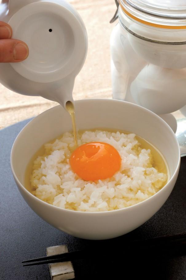 食べ方の一例として、塩玉子飯に熱いほうじ茶をかけ、お茶漬けにしても美味しい。黄身を崩してご飯と茶に混ぜ込みながら味わう。