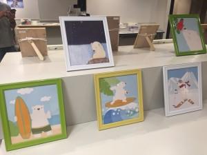 丹波さんの友人のイラスト作品も展示販売しています。