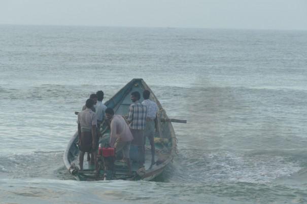 小さな船が大海原へどんぶらこ。