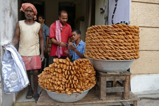 ジャガンナート寺院のまわりは甘いパイの香り。