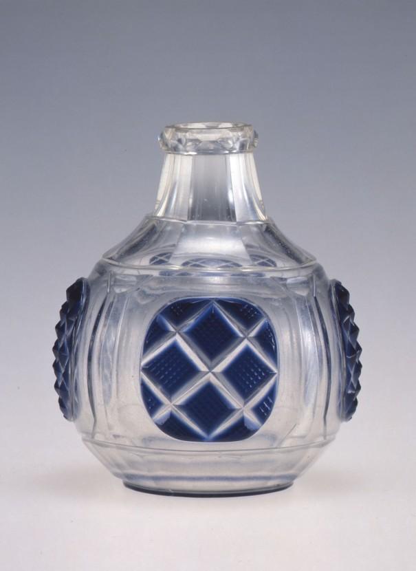 「藍色薩摩切子小瓶」〔江戸時代 大和文華館蔵〕