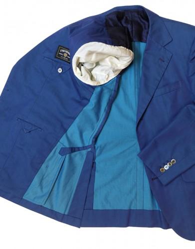 裏地をできるかぎり省いた「大見返し」という仕立て方。写真は表と裏の色が異なる生地で作った上着で、肩と袖裏にだけ、裏地が施されている。