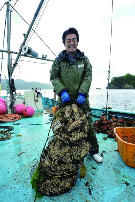 「雄勝の牡蠣は生で食べると塩味が濃いと言われます。つまりミネラル感が強い。大きくなるほどその傾向が高くなる。好き好きですが、外国の方は塩味を好みます」(伊藤さん)